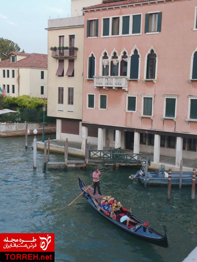 """قایق سنتی ونیزی"""" گاندولا"""" عکس از نگارنده"""